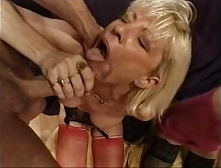 Brunette Gives French Stud Head - FMM