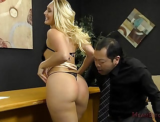 Busty Naomi Melrose shakes her ass to plow AJ Applegate