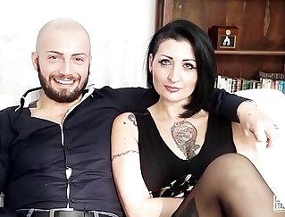 Curvy Italian chick suck & fuck at casting