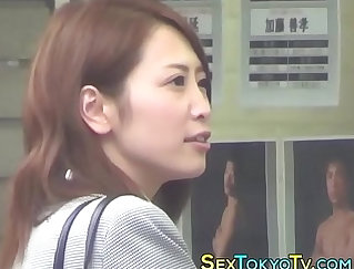 Japanese masseur fucks a nerdy babe in solo and deep