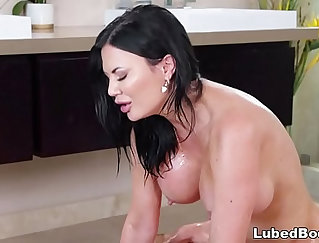 Black-haired mom loves nothing but bright bonks balls to the ceiling