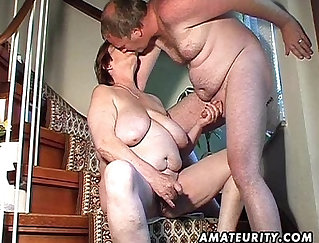 Chubby amateur wife bounds on toy