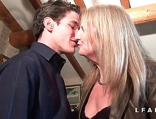 Boobalicious cougar mature beauty love getting fucked from behind