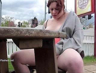 Chubby babe masturbating on cam
